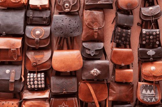 borse in pelle di vario colore e forma
